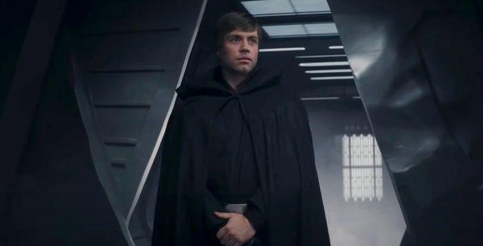 The Mandalorian Season 2 Luke Skywalker appears to rescue Mando and Grogu.