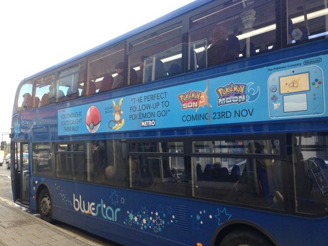 A banner ad on a UK bus enticing Pokemon GO players to pick up Pokemon Sun and Moon.