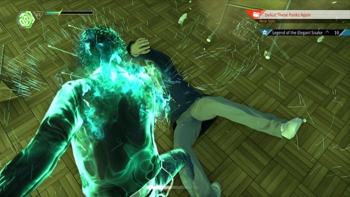 Yagami using an EX Strike in Snake style