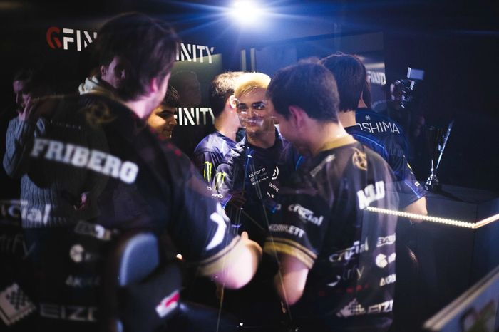 NiP and Team EnVy shaking hands post-match.