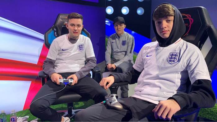 HISTORY MAKERS! Leese and Tekkz were the first eLions ever