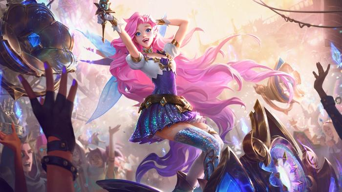 Sherapine is a girl with pink hair singing in a concert with a raising hands crowd in Wild Rift