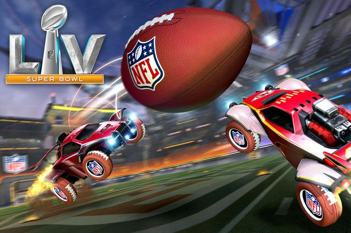 TOUCHDOWN! Grab the ball and race to the orher side!