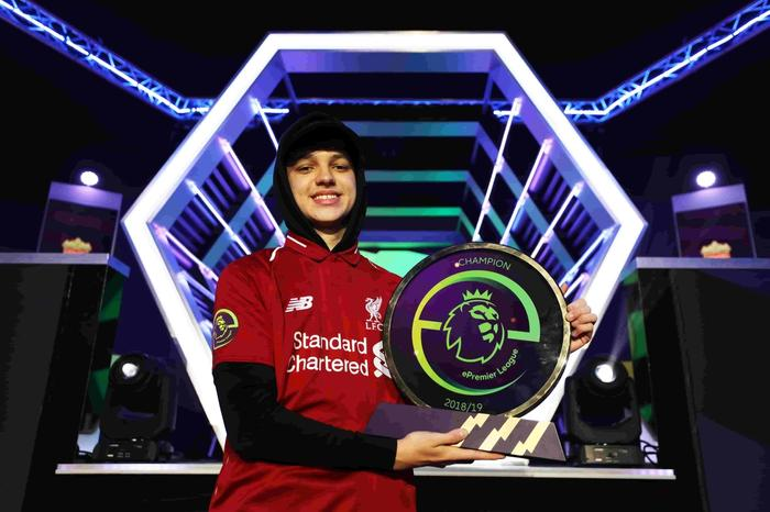 TEKKZ ON SHOW - The most famous face in FIFA is a former ePL champion